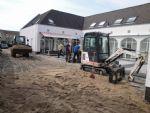 aanleg zandbed aanbrengen.JPG